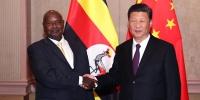 7月26日,国家主席习近平在南非约翰内斯堡会见乌干达总统穆塞韦尼。 新华社记者 廖宇杰 摄 - 中国山东网